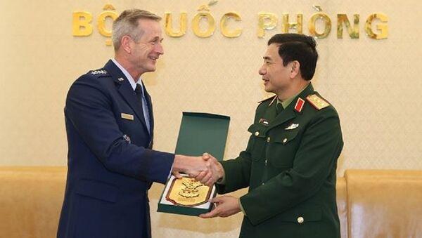 Thượng tướng Phan Văn Giang tiếp Đại tướng Terrence J. O'shaughnessy, Tư lệnh Không quân Thái Bình Dương Hoa Kỳ - Sputnik Việt Nam