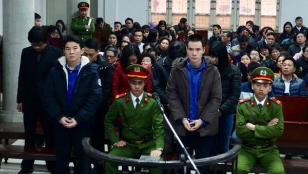 Bị cáo Hsu Minh Jung và đồng phạm tại phiên xử chiều 15-12. - Sputnik Việt Nam