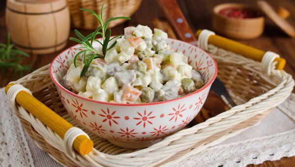"Salad ngày lễ truyền thống ""Olivier"" - Sputnik Việt Nam"