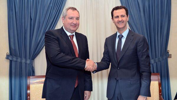 Tổng thống Syria Bashar Assad với Phó Thủ tướng Dmitry Rogozin - Sputnik Việt Nam