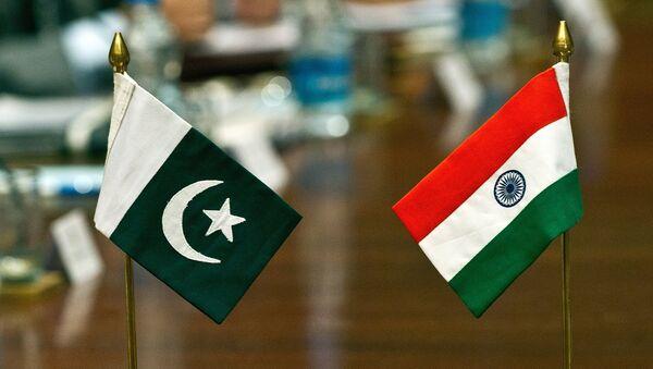 Quốc kỳ Pakistan và Ấn Độ  - Sputnik Việt Nam