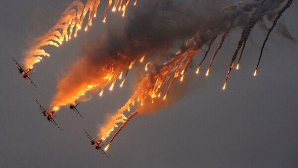 Đội nhào lộn trên không Các hiệp sỹ Nga trên bốn chiếc máy bay Su-27 - Sputnik Việt Nam