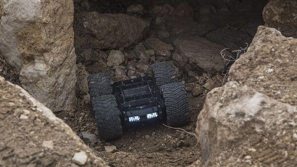 Tổ hợp xe robot trinh sát-kiểm tra Scarabei  - Sputnik Việt Nam