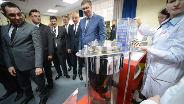 Phó Thủ tướng Nga Dmitry Rogozin, hôm Thứ Ba đã trình bày với Tổng thống Serbia Aleksandar Vucic các sản phẩm mới do Nga phát triển, bao gồm cà dự án độc đáo thở trong môi trường chất lỏng . - Sputnik Việt Nam