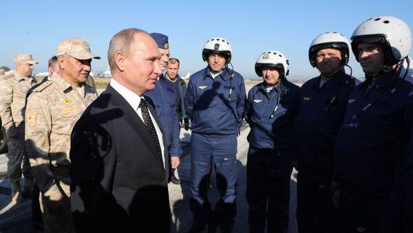 Tổng thống Nga Vladimir Putin tới thăm căn cứ không quân Hmeymim - Sputnik Việt Nam