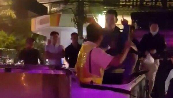 Xác minh vụ tài xế đấm cảnh sát giao thông sau tai nạn - Sputnik Việt Nam