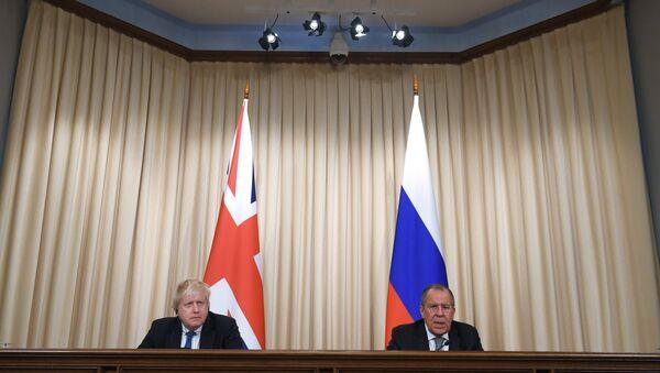 El ministro de Exteriores británico, Boris Johnson y su homólogo ruso, Serguéi Lavrov - Sputnik Việt Nam