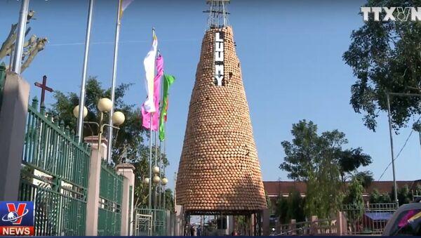 Độc đáo cây thông Noel làm từ hơn 6.000 chiếc nồi đất - Sputnik Việt Nam