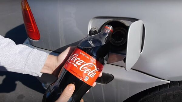 Cho xe BMW uống thử Coca-Cola - Sputnik Việt Nam