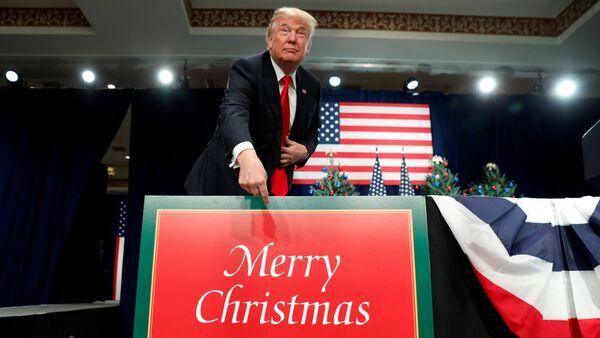 """Trump khoe bảo vệ lời chúc """"Giáng sinh hạnh phúc"""" - Sputnik Việt Nam"""