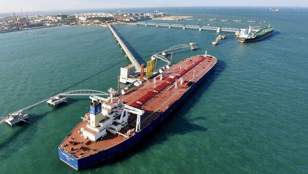 tàu Trung Quốc đang chuyển dầu - Sputnik Việt Nam