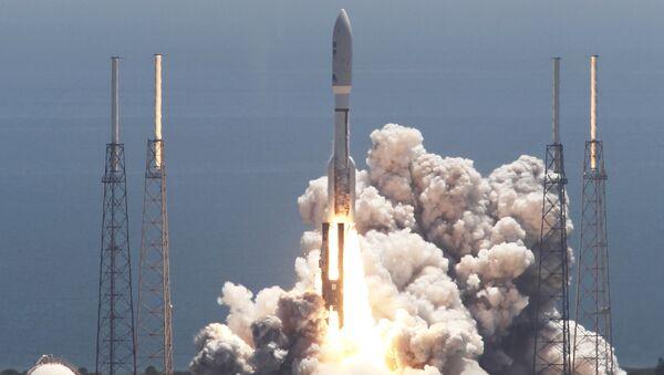 Запуск ракеты Atlas V с космическим аппаратом Juno с мыса Канаверал - Sputnik Việt Nam