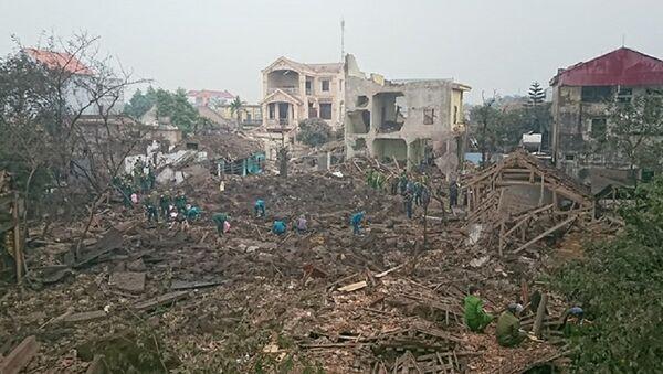 Nhiều ngồi nhà bị sập hoàn toàn sau vụ nổ - Sputnik Việt Nam