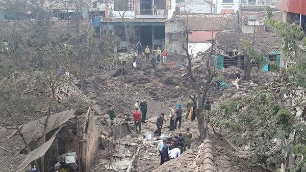 Hiện trường vụ nổ kho phế liệu tại thôn Quan Độ (Văn Môn - Yên Phong - Bắc Ninh). - Sputnik Việt Nam