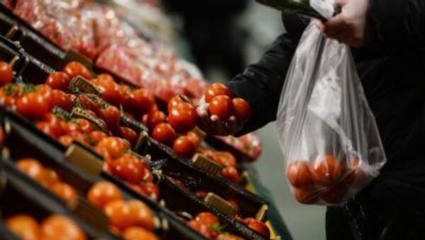 Khách mua chọn cà chua - Sputnik Việt Nam