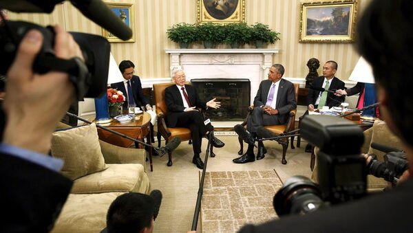 Tổng Bí thư Đảng Cộng sản Việt Nam Nguyễn Phú Trọng và Tổng thống Barack Obama - Sputnik Việt Nam