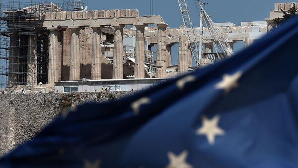 Lá cờ EU trước ngôi đền cổ Parthenon trên đồi Acropolis ở Athens - Sputnik Việt Nam