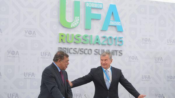 """Công ty dầu khí  """"Rosneft"""" đã ký một thỏa thuận về cung cấp dầu cho Ấn Độ bên lề hội nghị thượng đỉnh BRICS ở Ufa - Sputnik Việt Nam"""