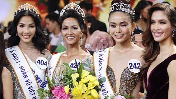 Tân Hoa hậu Hoàn vũ Việt Nam là người dân tộc Ê Đê và có làn da nâu khỏe mạnh. - Sputnik Việt Nam