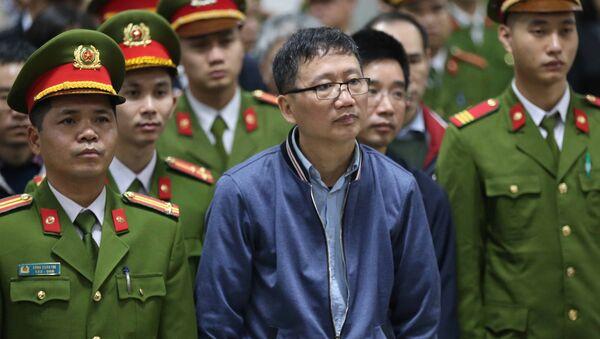 Вьетнамский бизнесмен Чинь Суан Тхань в зале суда в Ханое - Sputnik Việt Nam