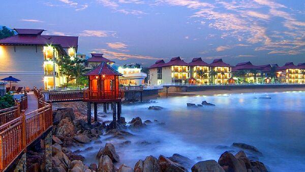 Resort Hoàng Gia Quy Nhơn tọa lạc trên khu đất có diện tích hàng chục nghìn mét vuông nằm dọc theo bờ biển trung tâm TP Quy Nhơn tuyệt đẹp - Sputnik Việt Nam