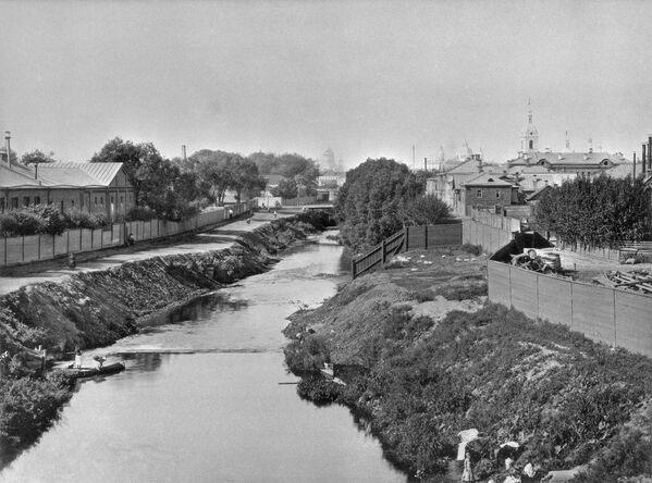 Phong cảnh vùng lân cận sông Yauza nhìn từ cầu Vysokoyuzsky ở Moskva. Thập niên 80 của thế kỷ XIX - Sputnik Việt Nam