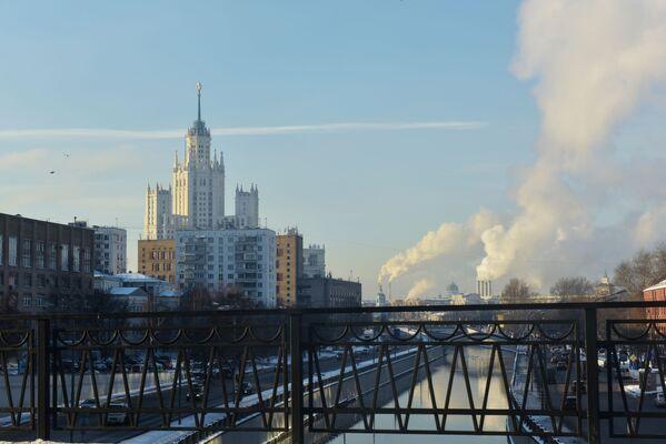 Phong cảnh vùng lân cận sông Yauza nhìn từ cầu Vysokoyuzsky, Moskva. Năm 2016 - Sputnik Việt Nam