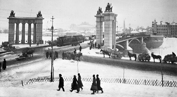 Cầu Borodinsky ở Moskva. Năm 1925 - Sputnik Việt Nam