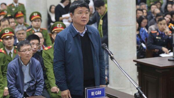 Hai bị cáo Đinh La Thăng và Trịnh Xuân Thanh tại tòa - Sputnik Việt Nam