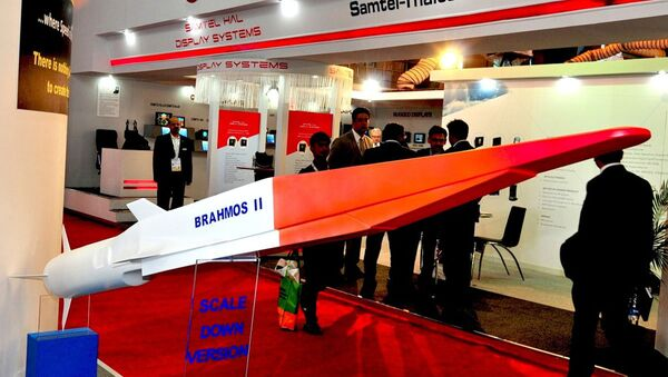 The Indo-Russian BrahMos II hypersonic cruise missile (pictured here at Defexpo 2014) is the export variant of the Russian 3M22 Zircon missile - Sputnik Việt Nam