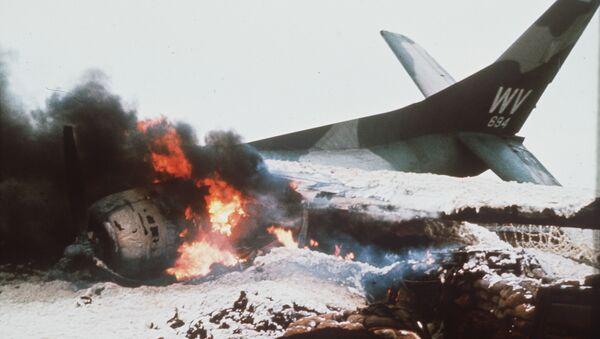 Phi cơ Mỹ cháy trên đường băng tại Khe Sanh. Việt Nam, năm 1967 - Sputnik Việt Nam