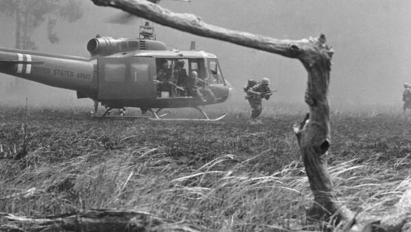 Lính thủy Mỹ trong khu vực chiến sự. Chiến tranh Việt Nam, năm 1967 - Sputnik Việt Nam