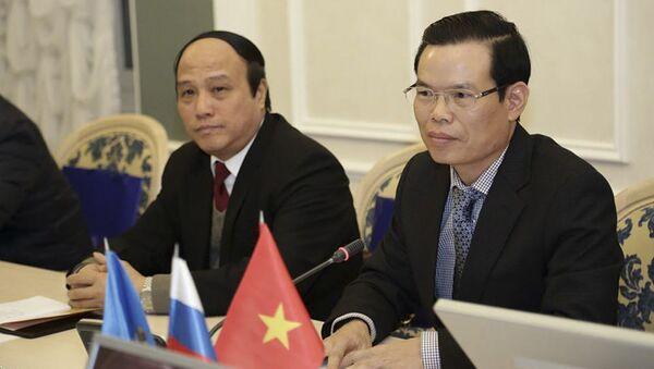 Phái đoàn Việt Nam tại cuộc gặp với Thống đốc khu vực Ulyanovsk Sergey Morozov - Sputnik Việt Nam