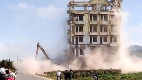 Tai nạn rợn người khi phá dỡ lâu đài 7 tầng của trùm ma túy Tàng Keangnam - Sputnik Việt Nam