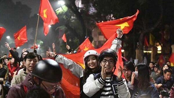 Người hâm mộ như vỡ oà cảm xúc trước chiến thắng của đội tuyển U23 Việt Nam. - Sputnik Việt Nam