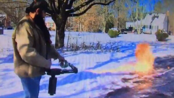 Dọn tuyết kiểu Mỹ: Dùng súng phun lửa - Sputnik Việt Nam
