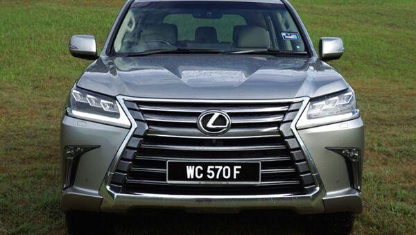 Tại thị trường Malaysia, mẫu xe sang Lexus LX570 đang được giảm giá khá sâu. - Sputnik Việt Nam