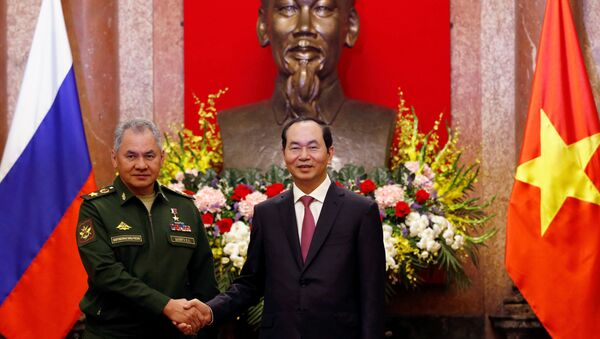 Chủ tịch Việt Nam Trần Đại Quang đón Bộ trưởng Quốc phòng Nga Sergei Shoigu - Sputnik Việt Nam