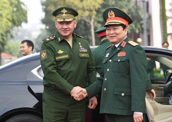 Bộ trưởng Quốc phòng Nga Sergei Shoigu và Ngô Xuân Lịch, Bộ trưởng Quốc phòng CHXHCN Việt Nam tại Hà Nội - Sputnik Việt Nam