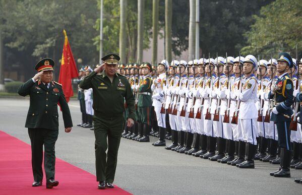Bộ trưởng Quốc phòng Việt Nam Ngô Xuân Lịch và Bộ trưởng Quốc phòng Nga Sergei Shoigu tại Hà Nội - Sputnik Việt Nam