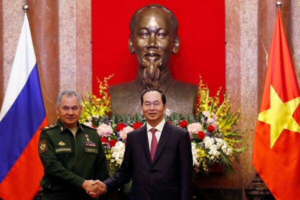 Bộ trưởng Quốc phòng Nga Sergei Shoigu và Chủ tịch nước CHXHCN Việt Nam Trần Đại Quang trong cuộc họp tại Hà Nội - Sputnik Việt Nam