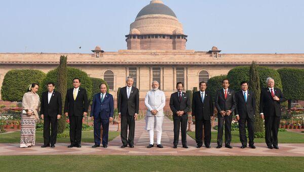 Thủ tướng Ấn Độ Narendra Modi với đại diện các nước thành viên ASEAN tại New Delhi, Ấn Độ - Sputnik Việt Nam