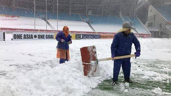Tuyết đang rơi dày đặc có nguy cơ ảnh hưởng đến trận chung kết giải U23 châu Á 2018 - Sputnik Việt Nam