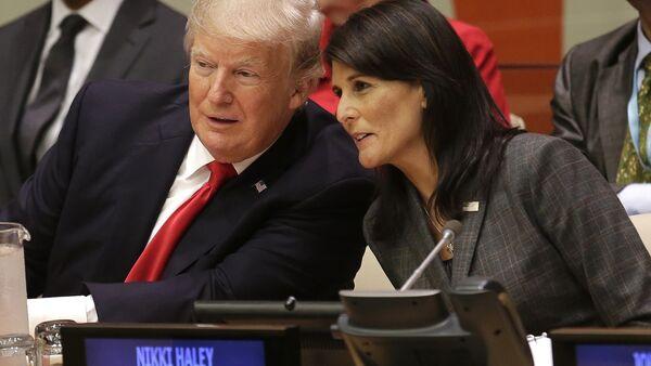 Donald Trump và Nikki Haley - Sputnik Việt Nam