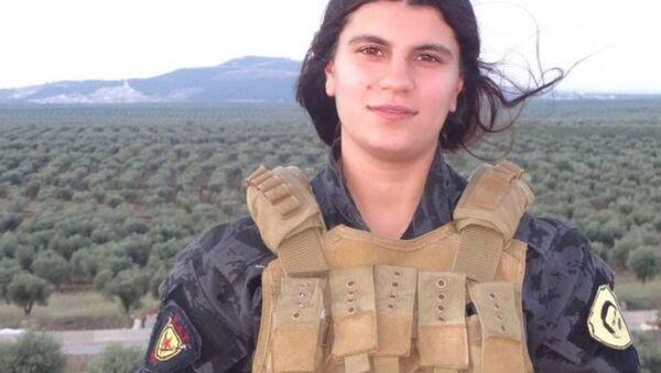 Nũ binh người Kurd Avesta Khabur, được cho là đã đánh bom tự sát ngăn chặn cuộc tấn công của quân Thổ Nhĩ Kỳ - Sputnik Việt Nam