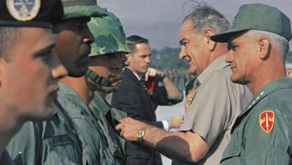 Tổng thống Mỹ Lyndon B. Johnson và tướng William Westmoreland có mặt tại Việt Nam ngày 25/12/1967 - Sputnik Việt Nam