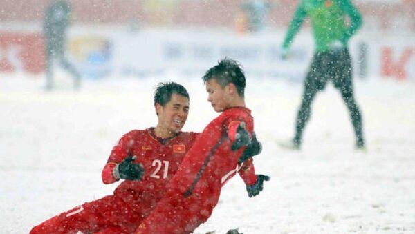 Pha đá phạt như vẽ cầu vòng trong tuyết ở trận chung kết gặp U23 Uzbekistan của Quang Hải (U23 Việt Nam) đã giành giải Bàn thắng đẹp nhất VCK U23 châu Á. - Sputnik Việt Nam