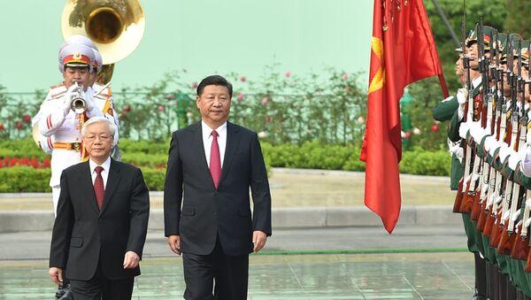 Tổng Bí thư Nguyễn Phú Trọng và Tổng Bí thư, Chủ tịch Trung Quốc Tập Cận Bình duyệt đội danh dự - Sputnik Việt Nam