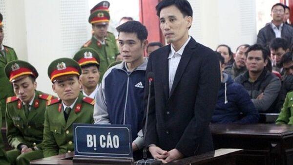 Hoàng Đức Bình và Nguyễn Nam Phong tại phiên xét xử - Sputnik Việt Nam