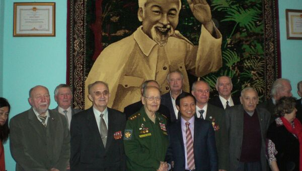 Tân Đại sứ Việt Nam tại Nga Ngô Đức Mạnh khi tiếp đại diện các tổ chức xã hội Nga có mối liên hệ hiệp lực mật thiết nhất với Việt Nam - Sputnik Việt Nam